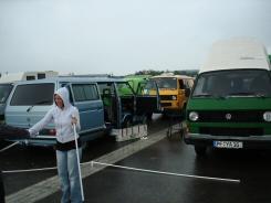 Southside Festival 2007 - Freitag - Aufbau Pavillon zwischen den VW-Bussen