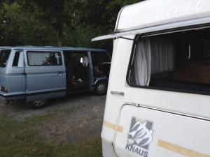 Bus und Wohnwagen T3 und Knaus Südwind