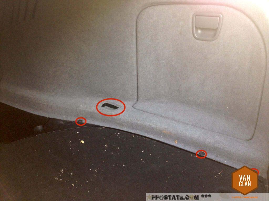 Schritt 14: Kofferraum-Verkleidung rechts ausbauen