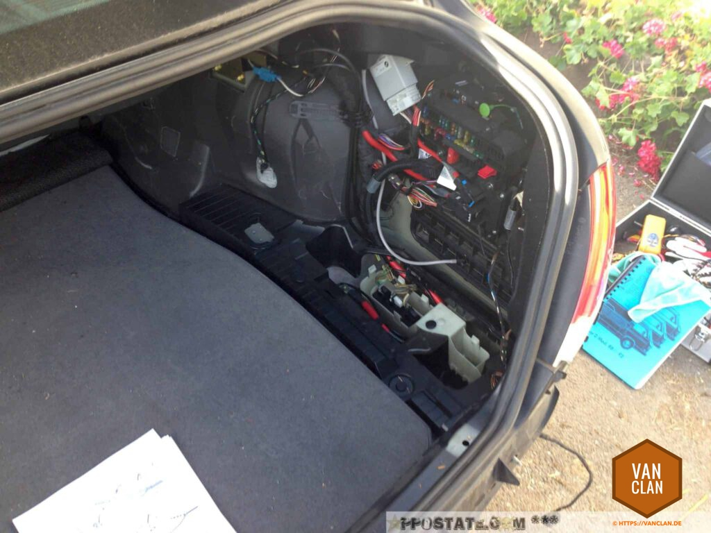 Schritt 15: Wagenheber und Batterieabdeckung