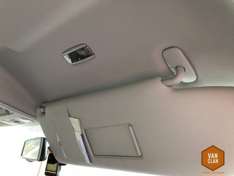 VW Bus T5 Multivan: Innenbeleuchtung über der Sonnenblende