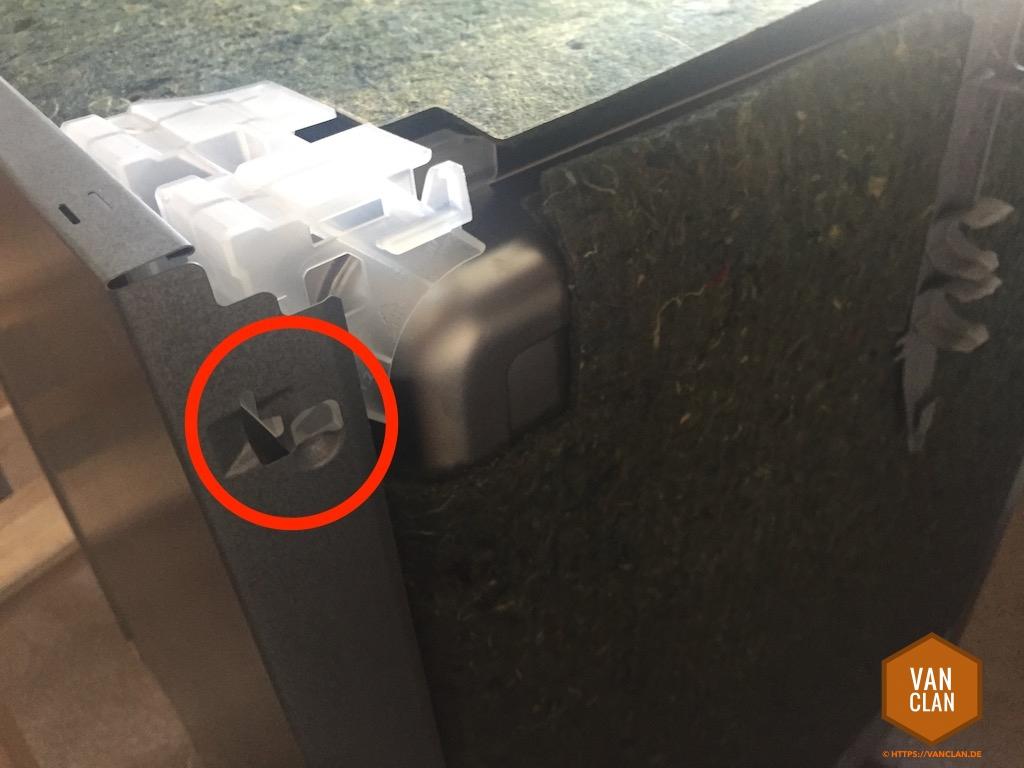 reparaturanleitung t r oder klappe einer siemens bosch neff sp lmaschine f llt nach unten. Black Bedroom Furniture Sets. Home Design Ideas