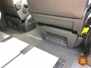 Ikea-Hacks für Busfahrer – Nummer 5: Gummiband an der Sitzverkleidung